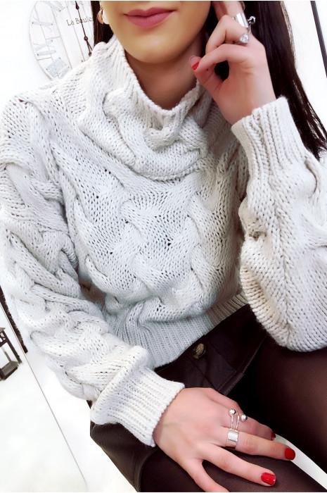 Pull beige col montant avec joli tresse. Mode femme fashion