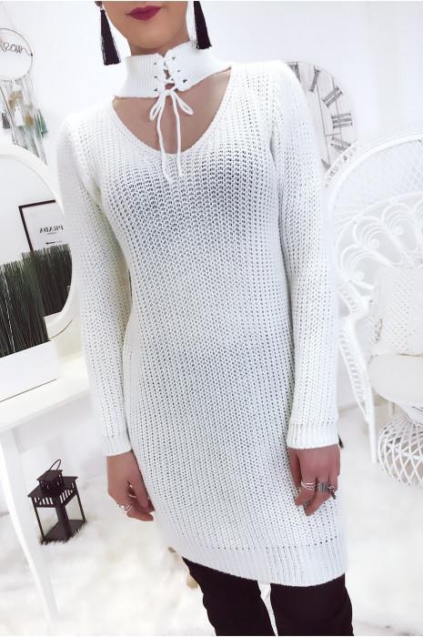 Robe pull blanc col buste décolleté et lacet au col. Pull femme fashion