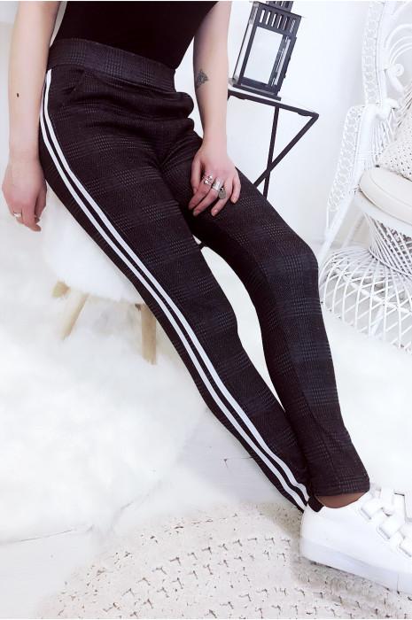 Magnifique pantalon anthracite/noir avec bande argenté. Pantalon 770-1