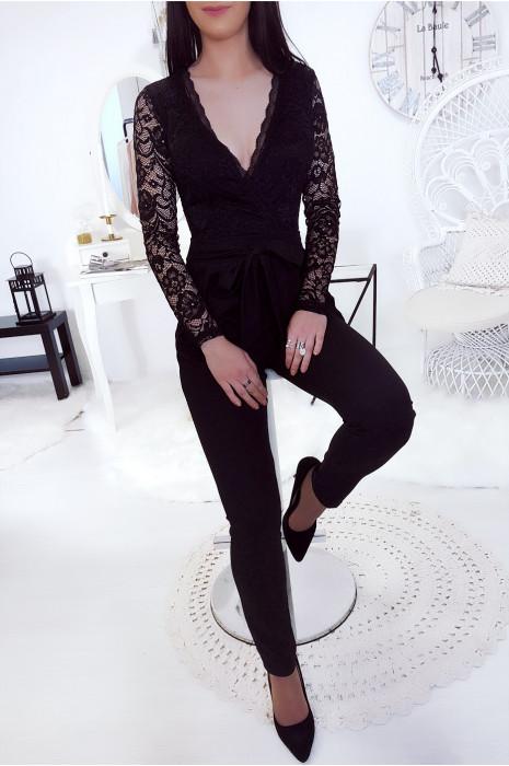 Combinaison pantalon noir avec décolleté plongeant en dentelle