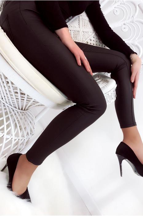 Pantalon stretch noir brillant très fashion. Mode femme A3003
