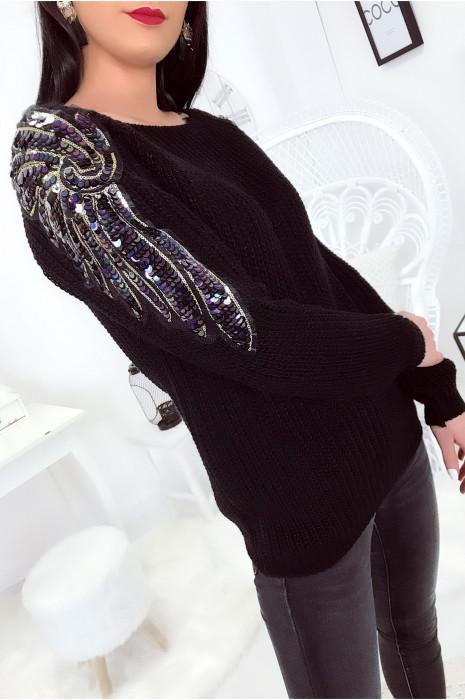 Magnifique pull Noir en laine avec strass en forme d'ailes sur les épaules.