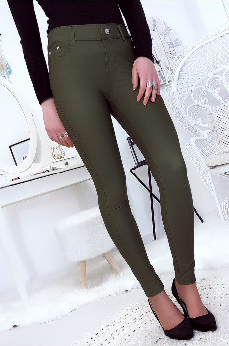 Pantalon slim kaki avec poche et boutons strass. Mode femme 9934