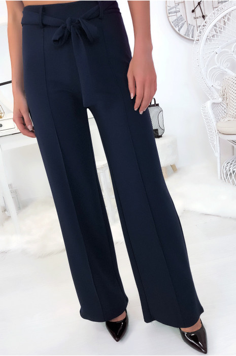 Pantalon palazzo marine avec plis et ceinture. Mode femme fashion
