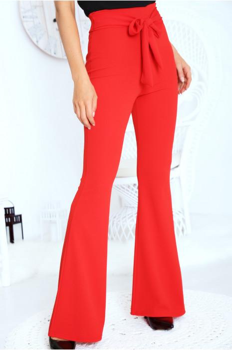 Joli pantalon patte d'eph rouge avec ceinture intégré