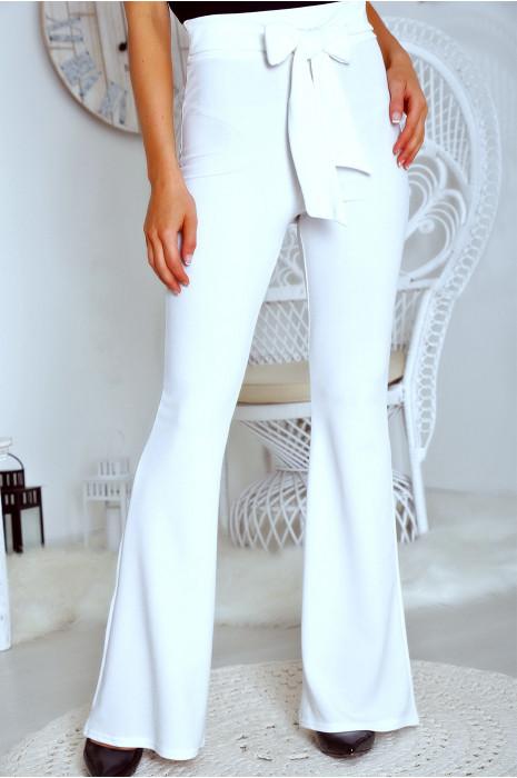 Joli pantalon patte d'eph blanc avec ceinture intégré