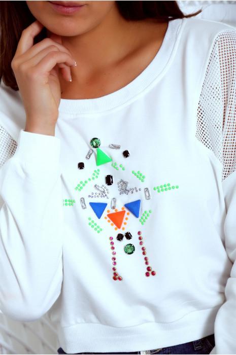 Witte top met strass steentjes en versieringen. Vrouw mode. 18810