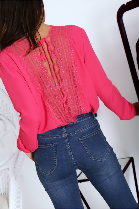 Magnifique blouse body fuchsia croisé avec une sublime dentelle en V au dos