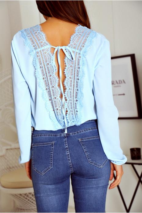Magnifique blouse body bleu croisé avec une sublime dentelle en V au dos