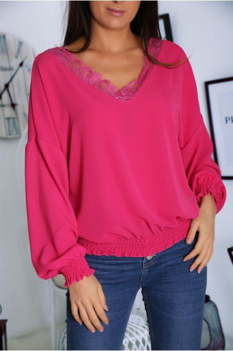 Mooie fuchsia blouse met V-hals, kant en elastiek in de taille
