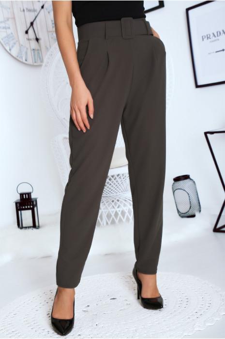 Jolie pantalon droit kaki avec ceinture et poches