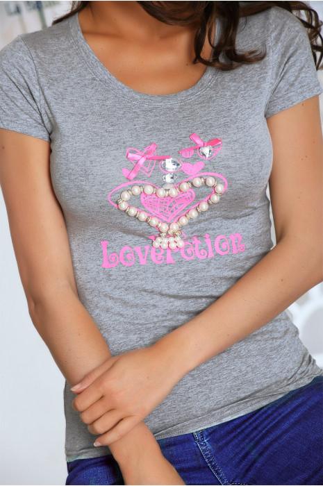 T shirt gris avec motif coeur orné de strass. Top prix mini