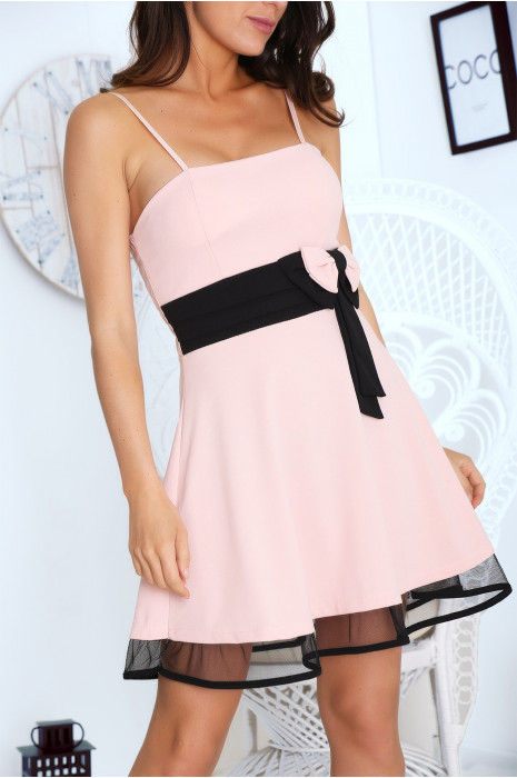 Robe Cocktail Rose A Bretelle Coupe Patineuse Et Noeud A La Taille