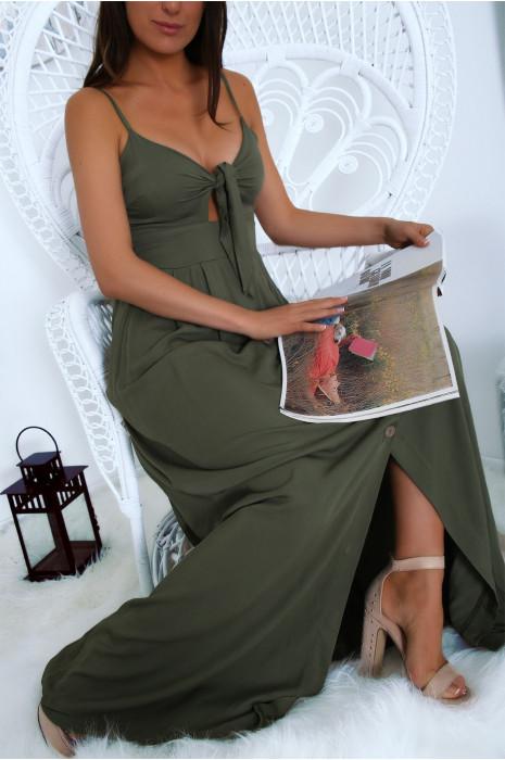 Longue robe bretelle boutonné kaki avec  noeud à la poitrine. Mode femme