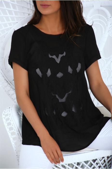 Zwarte crêpe blouse gekruist aan de achterkant met borduursel aan de voorkant. Mc6017