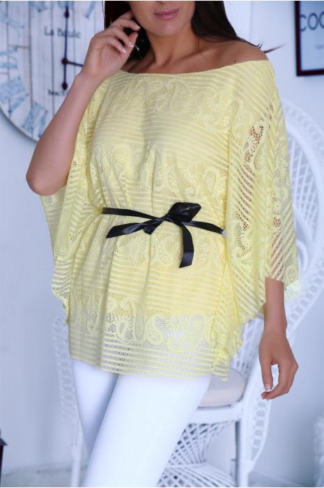 Blouse jaune en dentelle coupe chauve souris avec ceinture ruban