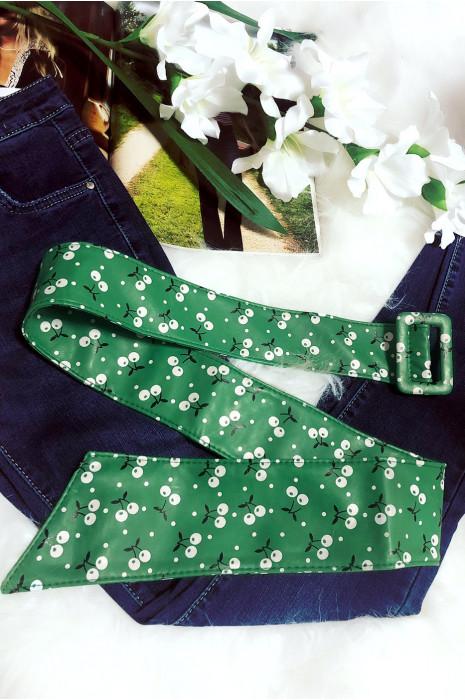 Jolie ceinture verte d'été avec petite cerise blanche