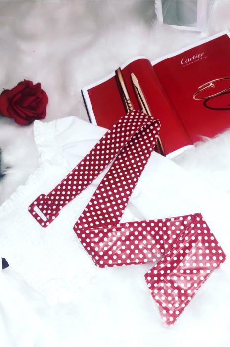 Mooie rode riem met kleine stippen ideaal bij een mooie jurk