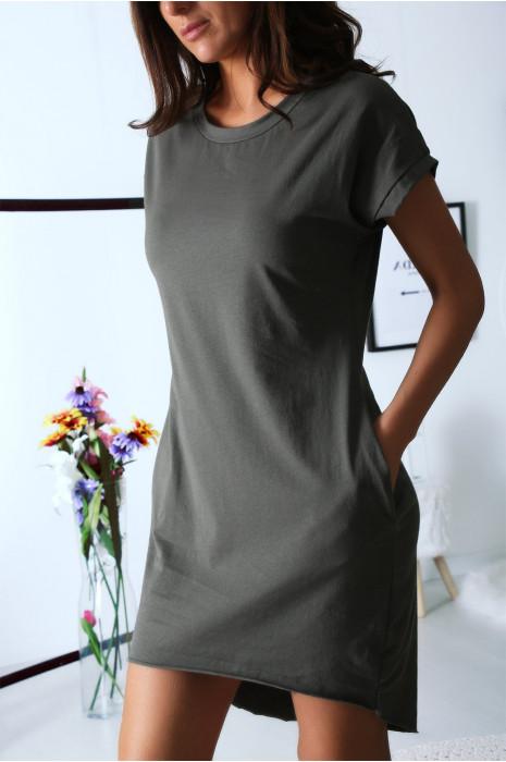 Long T-shirt kaki ample avec poche. Vêtement mode très tendance
