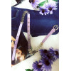 Mooie paarse riem met dunne band met accessoire. Goedkoop modeaccessoire