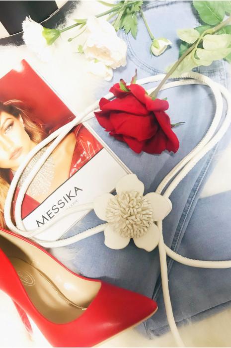 Superbe ceinture blanche en forme de corde avec une jolie boucle en fleure