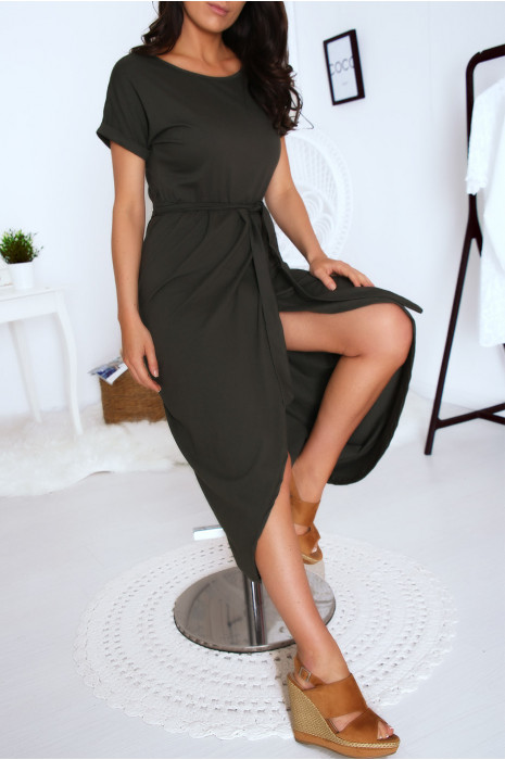 Robe porte feuille kaki avec ceinture et manche revers. Mode femme fashion