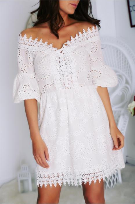 Robe courte blanche en dentelle