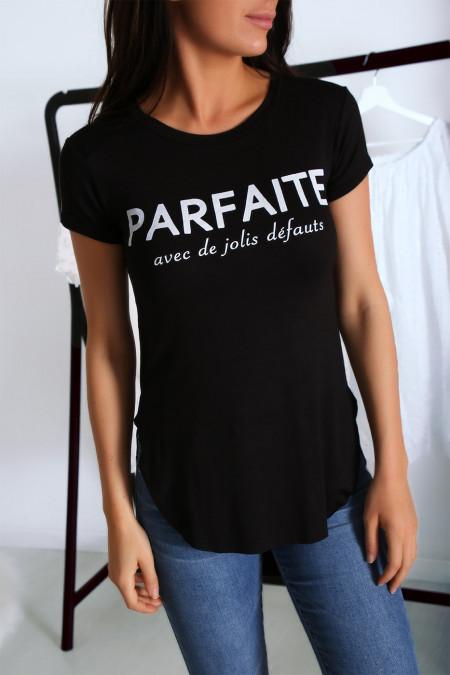 T-shirt noir avec écriture PARFAITE à l'avant et plus longue derrière
