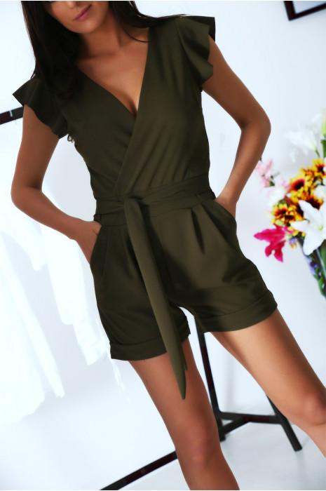 Combi-short kaki, croisé avec poche et ceinture. Combinaison très chic et agréable pour l'été