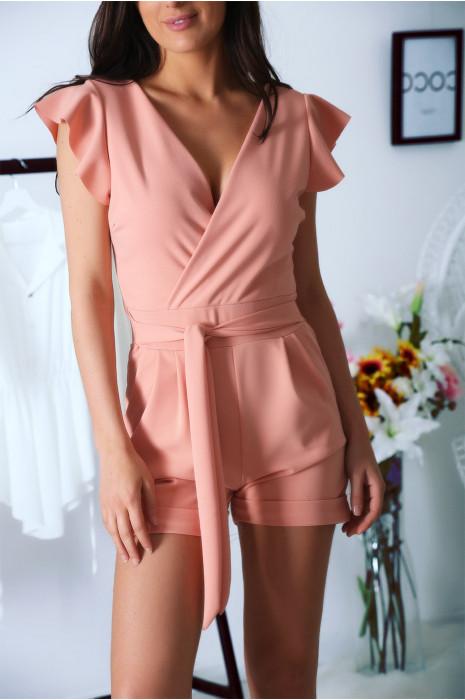 Roze playsuit, gekruist met zak en riem. Zeer chique en aangename combinatie voor de zomer