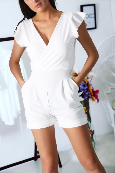 Combi-short blanche, croisé avec poche et ceinture. Combinaison très chic et agréable pour l'été