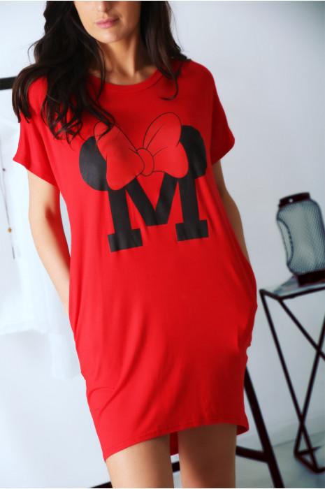 Robe T-shirt rouge avec poche et  écriture M couronné d'un papillon