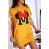 Robe T-shirt moutarde avec poche et  écriture M couronné d'un papillon