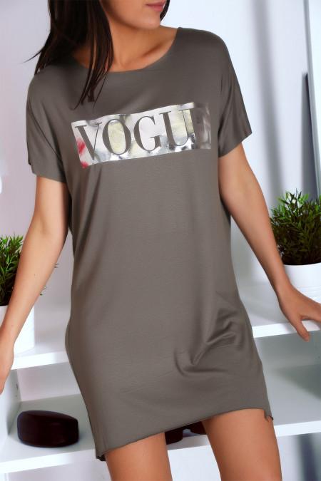 Robe T-shirt kaki avec poche et  écriture VOGUE en argenté