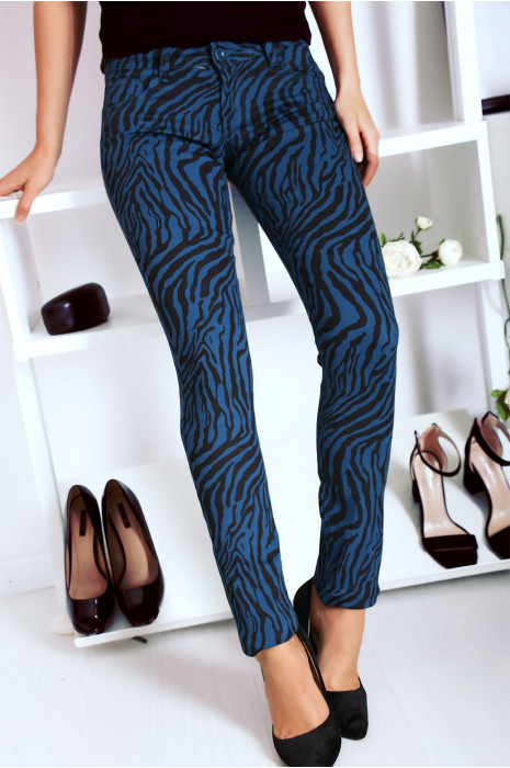 Blauwe stretch jeansbroek met zak en zwart patroon S1317D