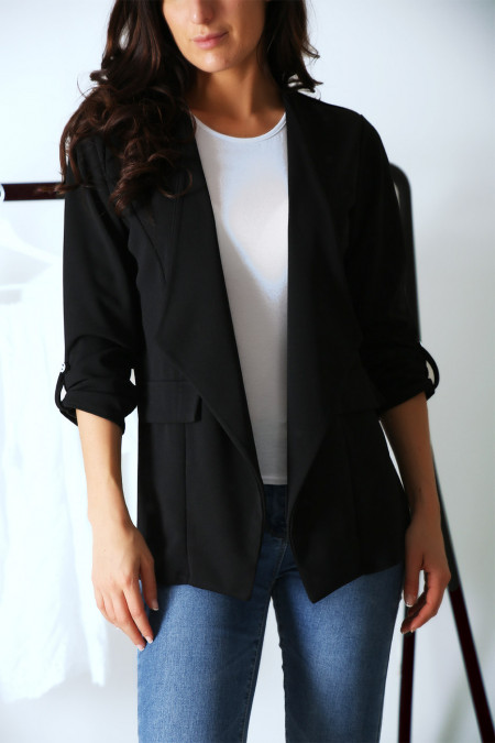 Pretty black blazer with lapel on the front and 3/4 sleeves