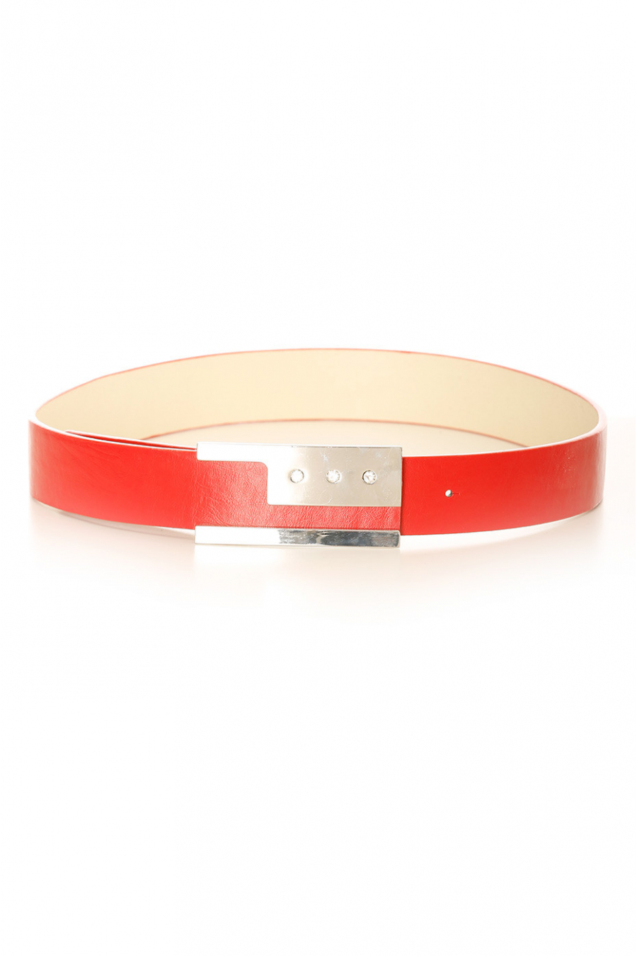 Red belt with silver buckle with encrusted rhinestones. LDE9016