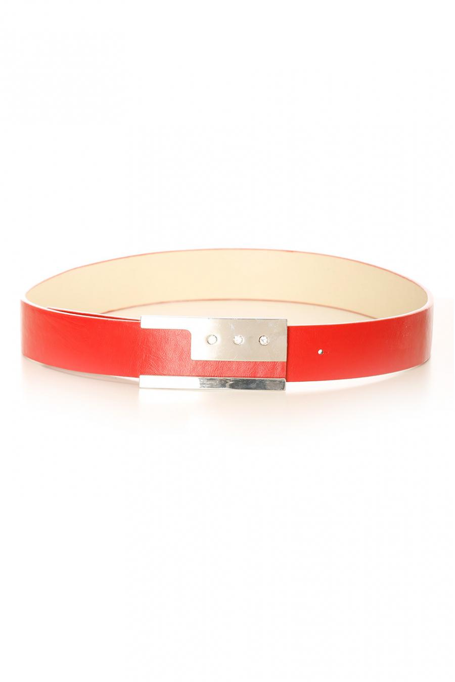 Rode riem met zilveren gesp met ingelegde strass steentjes. LDE9016