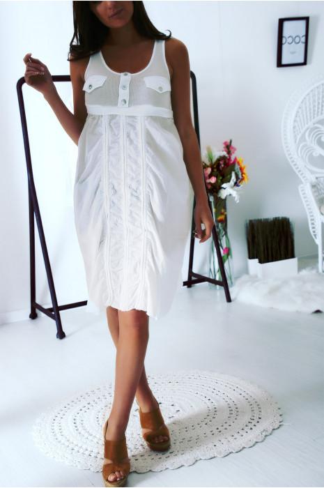 Robe ample Blanche froncé sur le devant et poches sur la poitrine