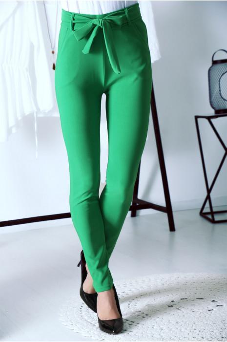 Schitterende groene legging met hoge taille, riempje en zakjes