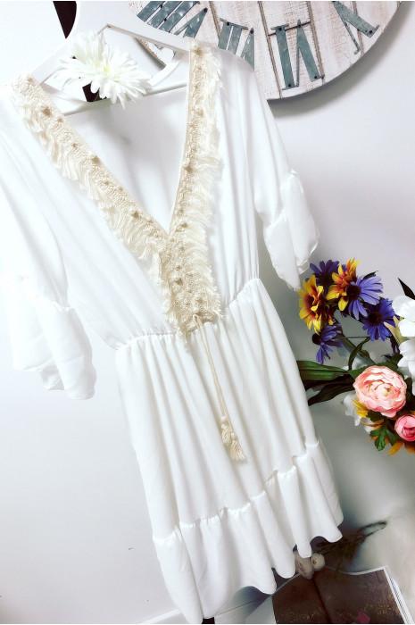 Robe tunique blanche à volant avec broderie devant
