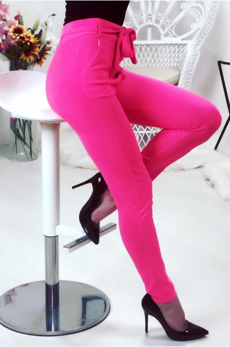 Pantalon taille haute fuchsia avec ceinture et poches