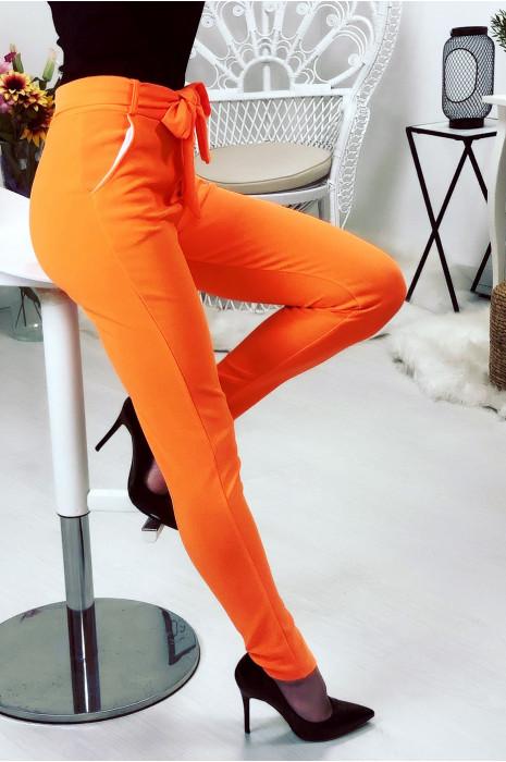 Pantalon taille haute orange avec ceinture et poches