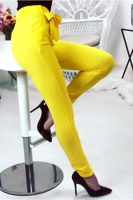 Gele broek met hoge taille, riem en zakken