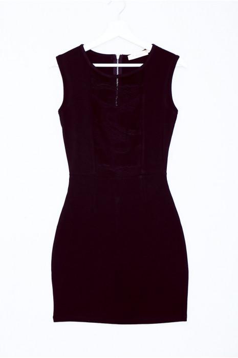 Jolie robe noir moulante avec dentelle devant