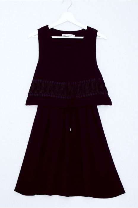 Mooie zwarte 2 in1 wijd uitlopende jurk met kant aan de voorkant