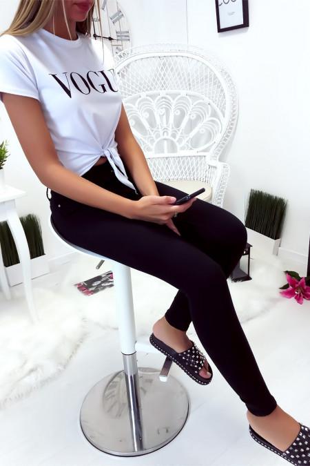 Mooie witte crop top met Vogue-tekst en kleine strik