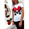 T-shirt blanc en coton avec écriture M et papillon
