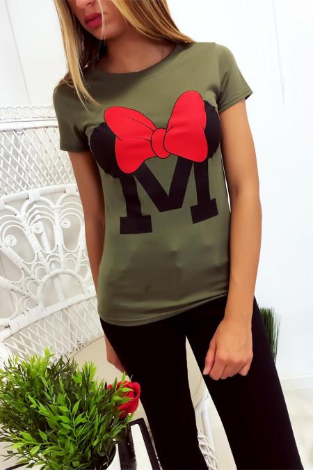 Kaki katoenen T-shirt met M en vlinderschrift