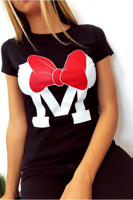T-shirt noir en coton avec écriture M et papillon